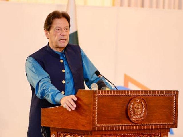 نظام بدلتا ہے تو یکدم نتائج نہیں آتے، وزیراعظم عمران خان۔ فوٹو : فیس بک
