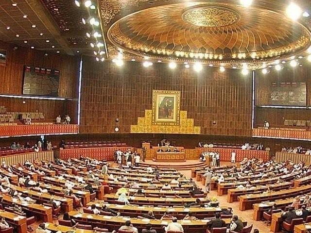 اپوزیشن کے 34 جبکہ حکومت کے 18 اراکین ایوان سے غیر حاضر رہے فوٹو: فائل