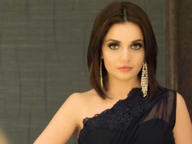 آپ سب پاکستانی اداکار ترکش اداکاروں سے حسد کرتے ہیں، مداح کا ارمینہ کے بیان پر ردعمل