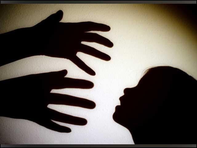 آلہ آباد میں لڑکی سے زیادتی کا ملزم گرفتار، پتوکی میں ٹیچر نے طالبہ اغوا کرلی فوٹو، فائل