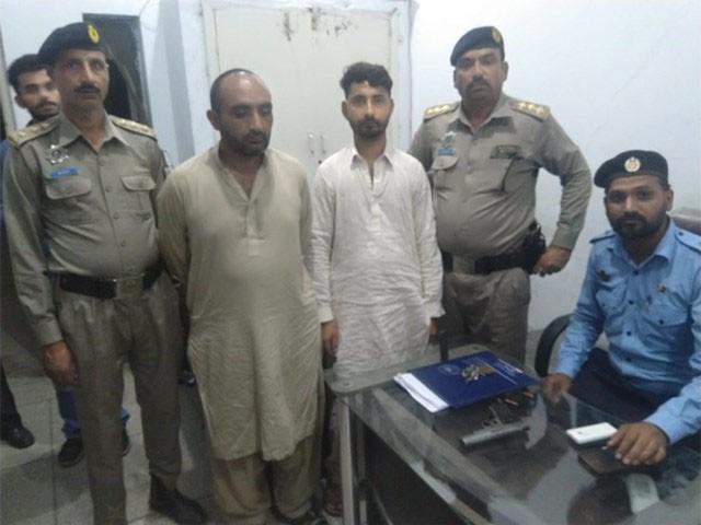 خواتین اور بچوں کو اغوا کرنے والے 2 ملزمان کو بھی گرفتار کرلیا ہے، پولیس ۔ فوٹو : ایکسپریس