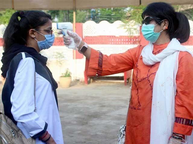 صرف کراچی کے تعلیمی اداروں کے 32 افراد میں کورونا ٹیسٹ مثبت آیا ہے، محکمہ صحت سندھ۔ فوٹو:فائل