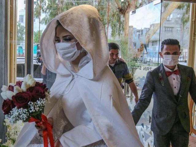 شادی کی تقریب سے کورونا وائرس پورے دیہات میں پھیل گیا، فوٹو : فائل