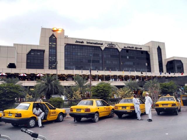 اے ایس ایف اہلکار اے ایس آئی محمد ندیم کو اسپتال منتقل کیا گیا لیکن جانبر نہ ہو سکا۔ فوٹو : فائل