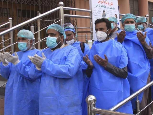 ملک بھر کے اسپتالوں میں 106 مریض وینٹی لیٹرپر ہیں: فوٹو: فائل