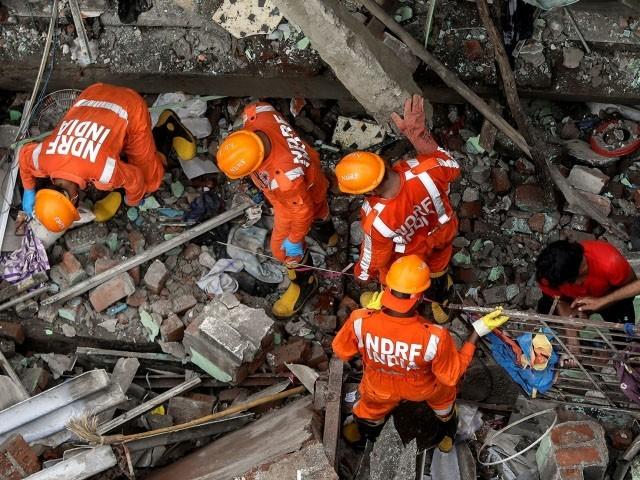 عمارت میں 20 خاندان آباد تھے، فوٹو : رائٹرز