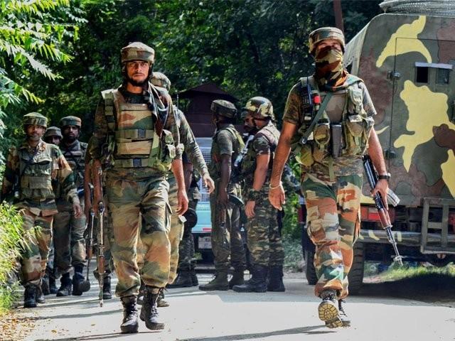 قابض فوج کا سرینگر، پلواما اور شوپیاں کے علاقوں میں بھی سرچ آپریشن جاری ہے، کشمیر میڈیا سروس۔ فوٹو : فائل