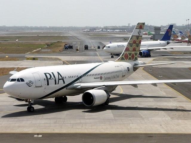 کرایے میں اضافہ پروازوں میں 25 فیصد نشستیں خالی چھوڑنے کی وجہ سے کیا گیا ہے، پی آئی اے حکام فوٹو: فائل