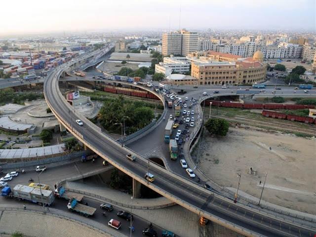 اسلام آباد میں صنعتی سرگرمیاں نہ ہونے کے برابر ہیں جب کہ کراچی پورٹ سٹی ہے جہاں ملٹی نیشنل فرمز کے دفاتر بھی ہیں، تاجر (فوٹو : انٹرنیٹ)