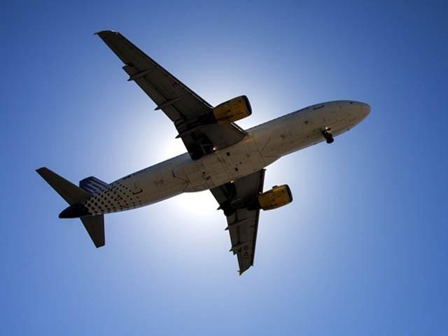 کورونا وائرس کے پھیلاؤ کے باعث بھارت سمیت دیگر ممالک کے لیے پروازوں پابندی عائد کی گئی ہے(فوٹو، فائل)