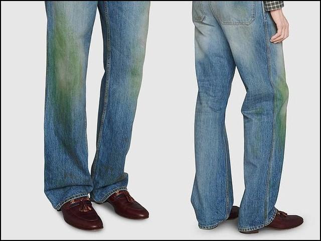 اس میلی کچیلی جینز کا رنگ خراب ہے اور اس پر گھاس کے دھبے تک پڑے ہوئے ہیں۔ (فوٹو: گوچی)