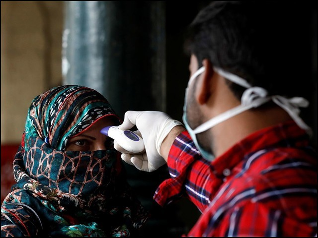 امید ہے کہ اگلے چند ماہ میں کراچی کی اکثریتی آبادی قدرتی طور پر کورونا وائرس سے محفوظ ہوجائے گی۔ (تصویر: رائٹرز)