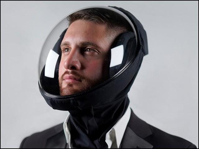اسے بنانے والی کمپنی کا کہنا ہے کہ اس ہیلمٹ میں وہ خوبیاں ہیں جو کسی دوسرے ماسک تو کیا ہیلمٹ تک میں موجود نہیں۔ (تصاویر بحوالہ: مائیکرو کلائمیٹ ایئر)