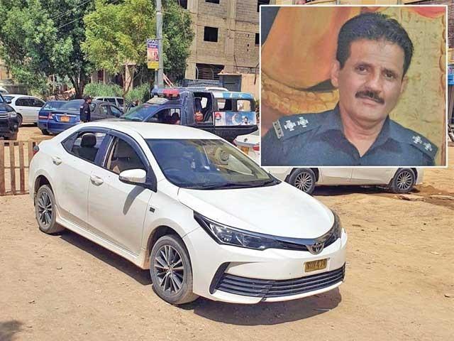 کراچی:ملزمان کی گاڑی جسے چھوڑ کر وہ فرارہوگئے،چھوٹی تصویر شہید پولیس افسررحیم کی ہے ۔  فوٹو : پی پی آئی