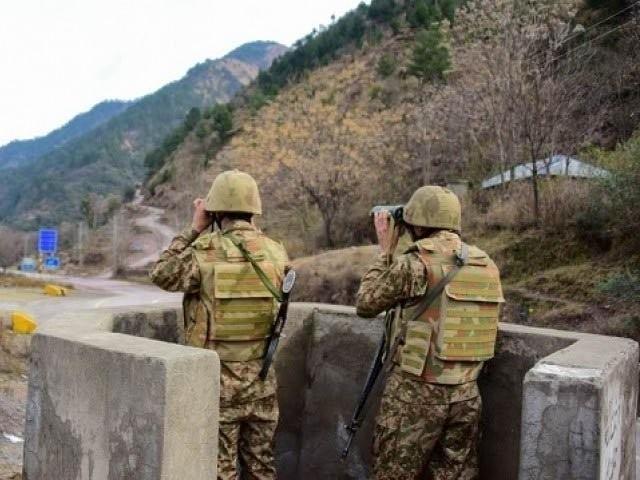 بھارتی فائرنگ کے سبب پاک فوج کا نائیک دلفراز شہید ہوگیا، آئی ایس پی آر (فوٹو: فائل)