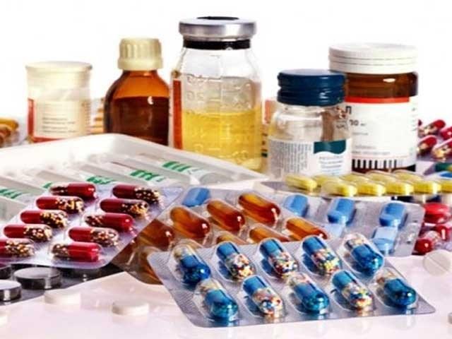 دواؤں کی قلت ہوگئی، خام مال کی کلیئرنس میں 3 سے 4 ماہ کا عرصہ لگ جاتا ہے، عائشہ حق۔ فوٹو: فائل