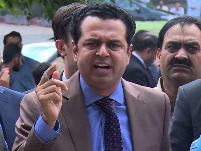 فیصل آباد پولیس کی 4 رکنی ٹیم بیان ریکارڈ کروانے کے لیے نجی اسپتال پہنچی تھی۔(فوٹو، فائل)