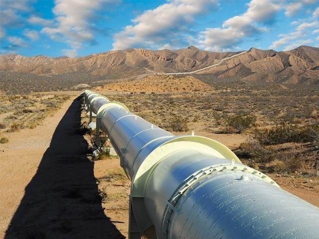 وفاقی حکومت کی ہدایت پر گیس شارٹ فال کم کرنے کے لیے آر ایل این جی فراہم کی جارہی ہے(فوٹو، فائل)