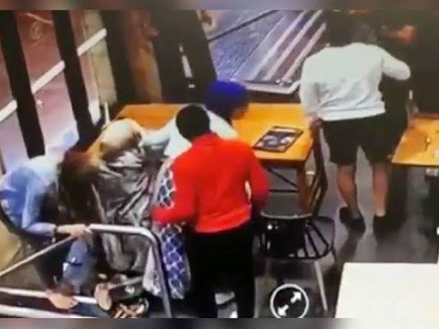 نومبر 2019 میں رانا ایلسمار پر ایک ہوٹل میں حملہ کیا گیا تھا فوٹو: فائل