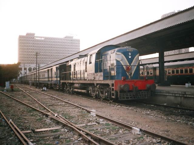 ٹرین سٹی اسٹیشن تا سائٹ چل رہا ہے ، اسد عمر اور وزیر اعلی کے درمیان وفد کے ہمراہ اجلاس ، وفاق اور سندھ حکومت متفق (فوٹو: انٹرنیٹ)