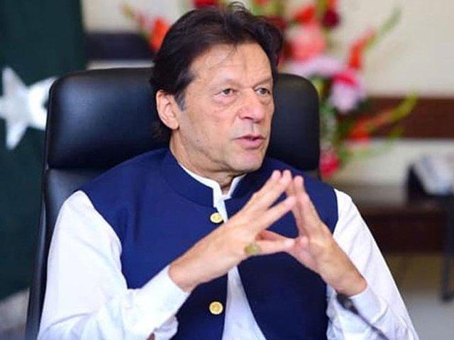 سب سے گزارش کرتا ہوں کیسز کی تعداد کو بڑھنے سے روکنے کے لیے ماسک پہنیں، عمران خان۔ فوٹو: فائل