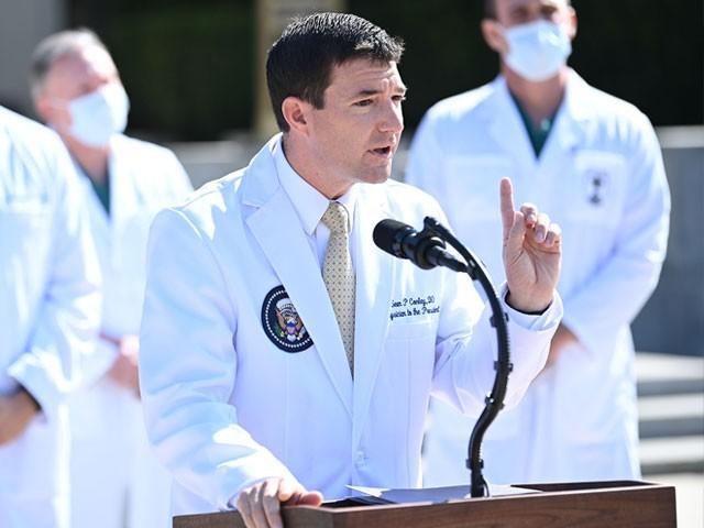 وائٹ ہاؤسز معالج شین کونلی نے بتایا کہ صدر کوٹھی صحت سے متعلق معلومات سے آگاہ ہیں (فوٹو ، اے پی)