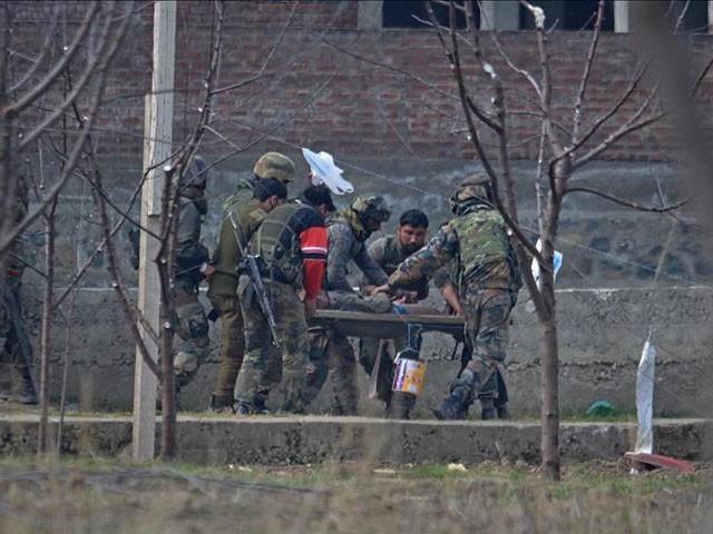 حملے میں تین اہلکار زخمی بھی ہوئے، فوٹو : فائل