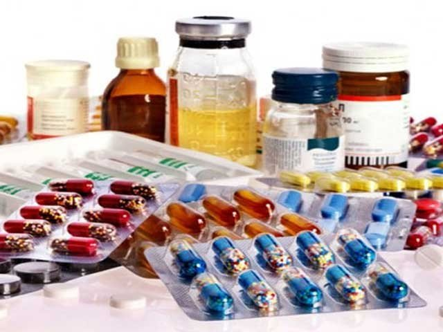 ڈریپ نے وفاقی حکومت کی منظوری کے بعد ان ادویات کی قیمتیں مقرر کرنے سے متعلق باضابطہ نوٹیفکیشن جاری کردیا۔ فوٹو: فائل