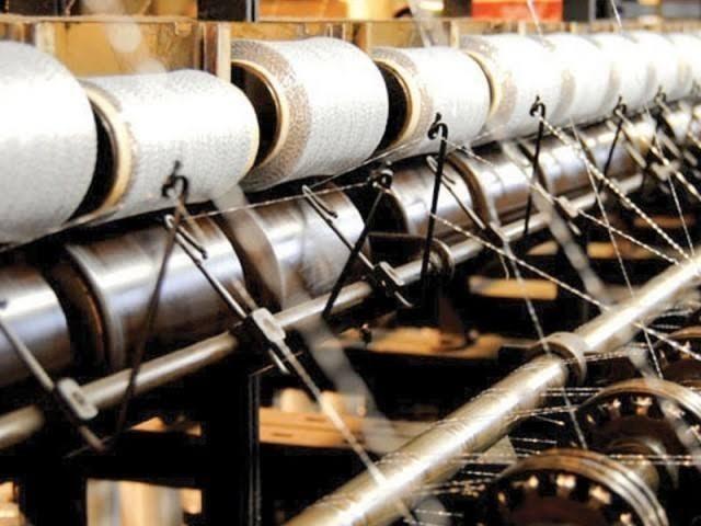 خام مال کی درآمد میں ملنے والی چھوٹ سے ٹیکسٹائل صنعت کی پیداواری لاگت کم ہوگی، حکام وزارت خزانہ(فوٹو، فائل)