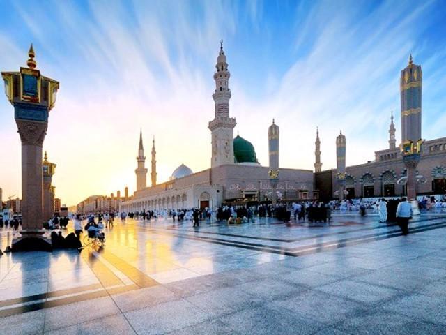 یہ آپ ؐ کی تبلیغ کی برکت اور صدقہ ہی ہے کہ آج روئے زمینپر کوئی ایسا خطّہ نہیں، جہاں اسلام کے پیروکار نہ ہوں۔ فوٹو : فائل