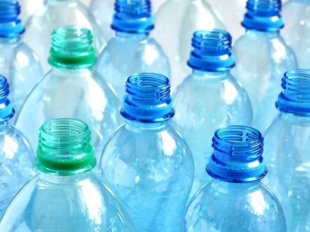 ماہرین نے پلاسٹک کے کچرے کو بہت کامیابی سے ہائیڈروجن میں بدلنے کا کامیاب تجربہ کیا گیا ہے۔ فوٹو: فائل
