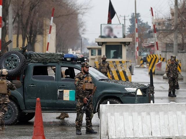 حملے کے بعد طالبان سیکیورٹی فورسز کا سامان اور ہتھیار بھی لیکر فرار ہوگئے، افغان میڈیا۔ فوٹو : فائل