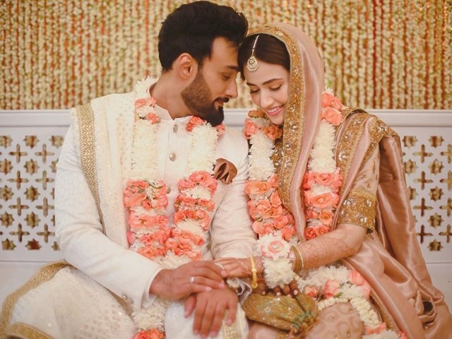 دونوں فنکاروں نے سوشل میڈیا پر اپنی شادی کا اعلان کیا ہے (فوٹو: سوشل میڈیا)