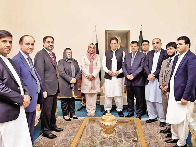 افغان ولسی جرگے کے17 رکنی وفدکی پاکستان آمد،وزیراعظم سے ملاقات۔ فوٹو: پی آئی ڈی