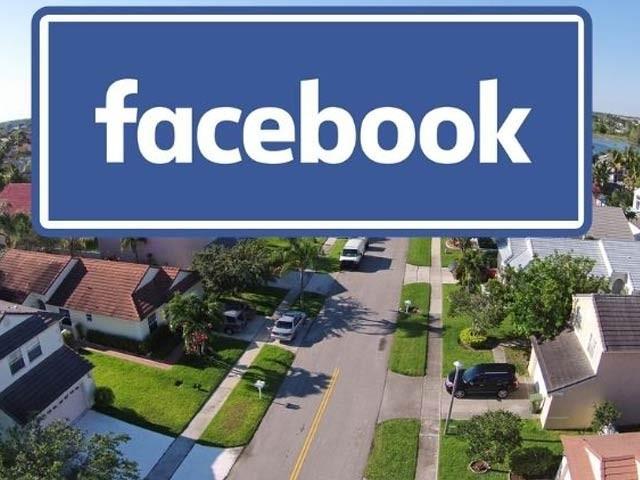 فیس بک نے کورونا وبا کے تناظر میں اپنے دو ارب 70 کروڑ صارفین کے لیے 'نیکسٹ ڈور' جیسی سروس شروع کرنے کا عندیہ دیا ہے (فوٹو: فائل)