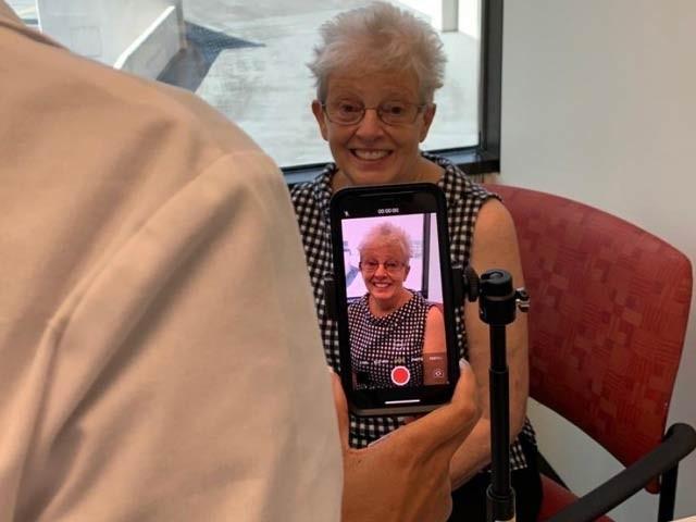 پینسلوانیا یونیورسٹٰی کے ماہرین نے اصل مریضوں کے ڈیٹا پر ایک ایپ بنائی ہے جس نےالفاظ سن کر اور چہرے کو دیکھ کر 79 فیصد درستگی سے فالج کا اندازہ لگایا ہے۔ فوٹو: پینسلوانیا یونیورسٹی