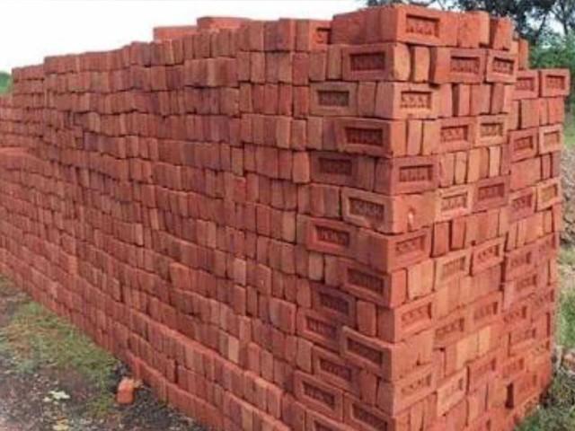 پنجاب حکومت7 نومبرسے 31 دسمبر تک اینٹوں کے بھٹے بند کرنے کا اعلان کرچکی ہے فوٹو: فائل