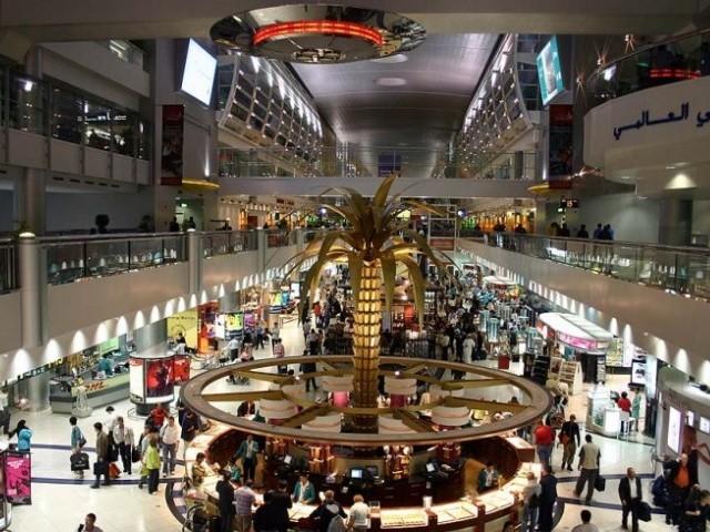 یہ حکمنامہ پاکستان سے دبئی کی پروازیں آپریٹ کرنے والی والی تمام ایئر لائنوں پر ہے۔  فوٹو: فائل