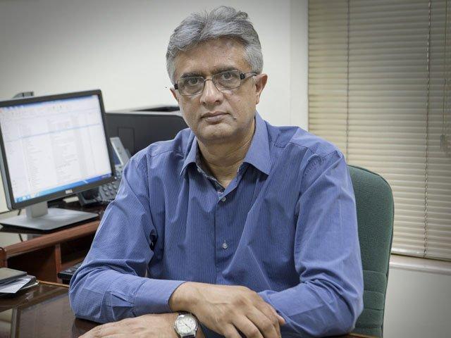 زیادہ متاثرہ علاقوں میں کاروباری اوقات تبدیل کرنے پر غور کیا جارہا ہے، ڈاکٹر فیصل سلطان کی میڈیا بریفنگ(فوٹو، فائل)