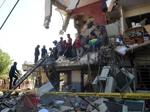 دھماکے کے متاثرین کا حکومت سے مالی معاوضہ فراہم کرنے اور عمارت دوبارہ تعمیر کروانے کا مطالبہ ۔ فوٹو : فائل