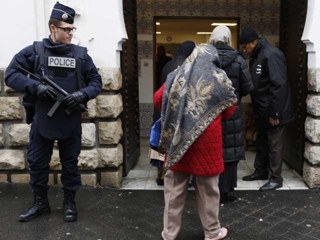 مسجد انتظامیہ کو موصول ہونے والے خط میں اسکارف اوڑھنے والی مسلم خواتین سے متعلق توہین آمیز زبان استعمال کی گئی تھی(فوٹو، فائل)