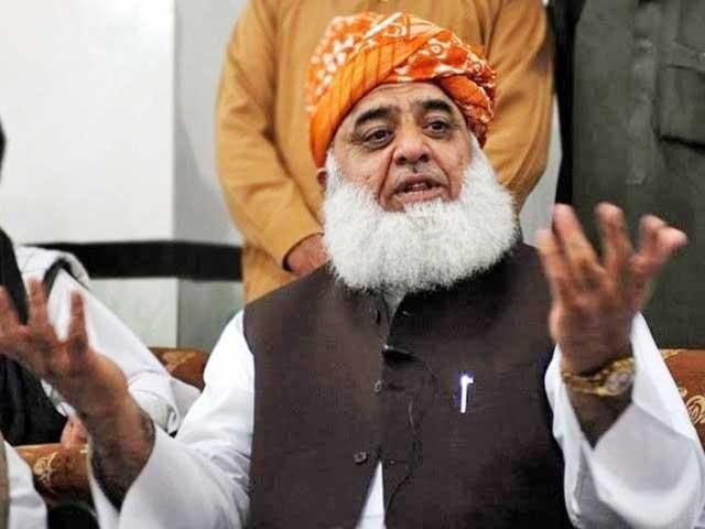 حکومت کو ادراک ہے لوگ انہیں نااہل سمجھتے ہیں،مولانا فضل الرحمان۔ فوٹو:فائل