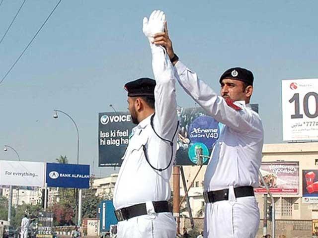 منصوبے کی تکمیل کی صورت میں کراچی ٹریفک پولیس  جدید آلات سے لیس پہلی پولیس بن جائے گی(فوٹو، فائل)