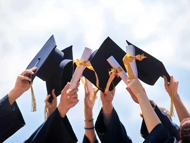 احساس انڈر گریجویٹ اسکالر شپ  کی درخواستیں جمع کروانے میں توسیع کردی گئی(فوٹو، فائل)