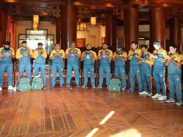 اکستان کرکٹ ٹیم کی کیمپ میں عید میلادالنبی ﷺ کی مناسبت سے تقریب منعقد کی گئی: فوٹو: ایکسپریس