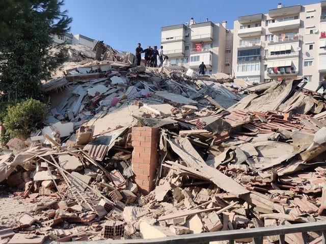 زلزلے سے چار مقامات پر 20 عمارتیں زمین بوس ہوگئیں، فوٹو : فائل