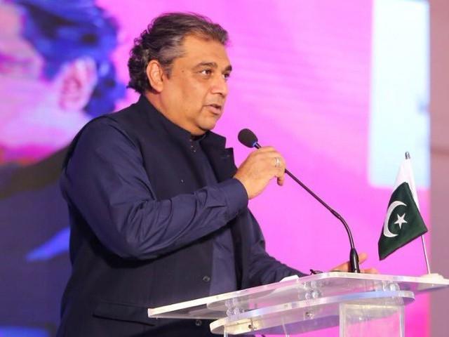 وفاقی وزیر علی زیدی نے ٹوئٹ کے ذریعے کورونا وائرس مثبت آنے کی اطلاع دی ہے(فوٹو، فائل)