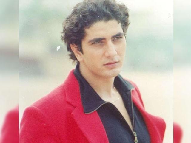 اداکار فراز خان نے پندرہ ماہ سے سینے کے انفیکشن میں مبتلا کیا۔  فوٹو: فائل