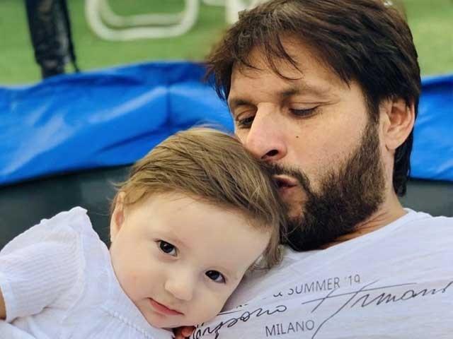 خدا میری بیٹی کو سلامت رکھے ہوئے ہیں اور اس کے ساتھ آس پاس موجود تمام بچوں کی حفاظت ہے ، شاہدآفریدی فوٹوٹوئٹر