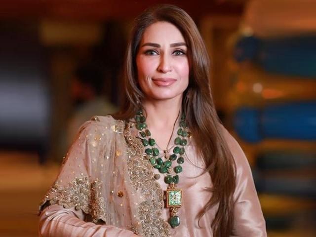 ریما خان کی تصاویر پر ان کے مداحوں نے بھی دلچسپ انداز کے ساتھ اظہار خیال کیا ہے۔  فوٹو: فائل